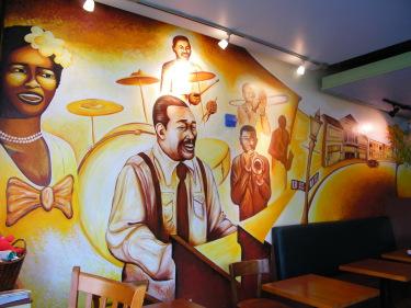 Vẽ tranh tường đẹp cho quán cafe